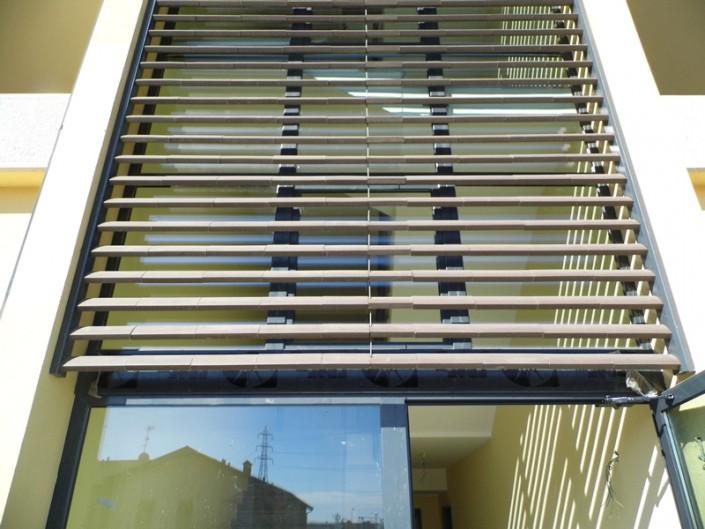 Emmeproject - Vetrate alluminio con frangisole in cotto Hermattan - San Marco
