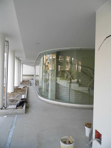 Emmeproject - Vetri stratificati curvi per ingresso