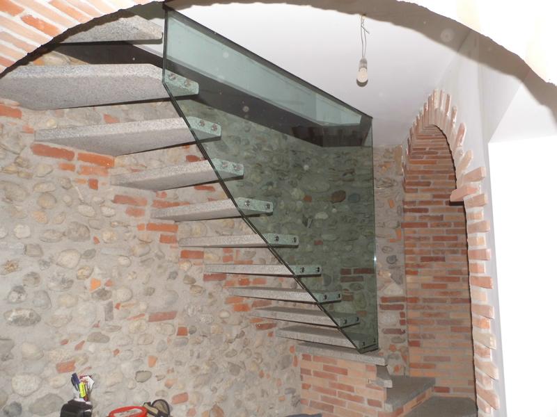 Scala in granito e vetro design Emmeproject
