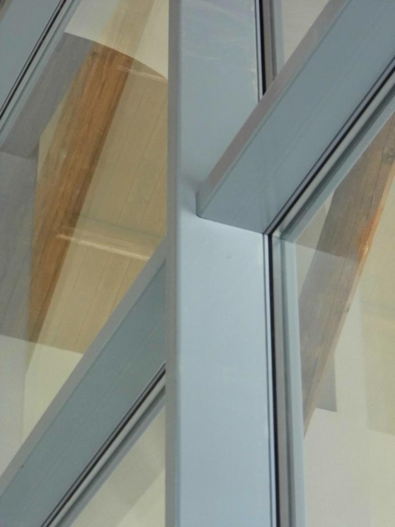 Particolare incrocio montanti e traversi facciata in acciaio