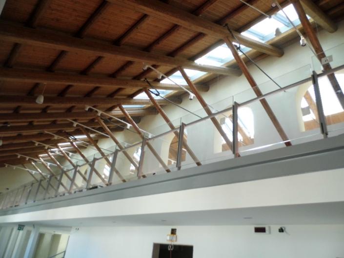 Parapetti lineari acciaio e vetro su soppalco